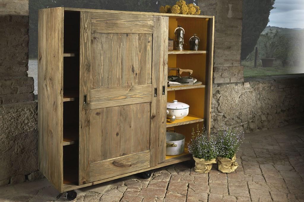 Credenza Con Rotelle : Credenza con ruote in legno di pino vecchio · mobilificio maieron