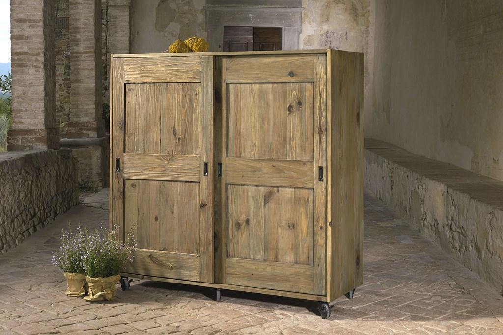 Credenza Con Ruote : Credenza con ruote in legno di pino vecchio · mobilificio maieron