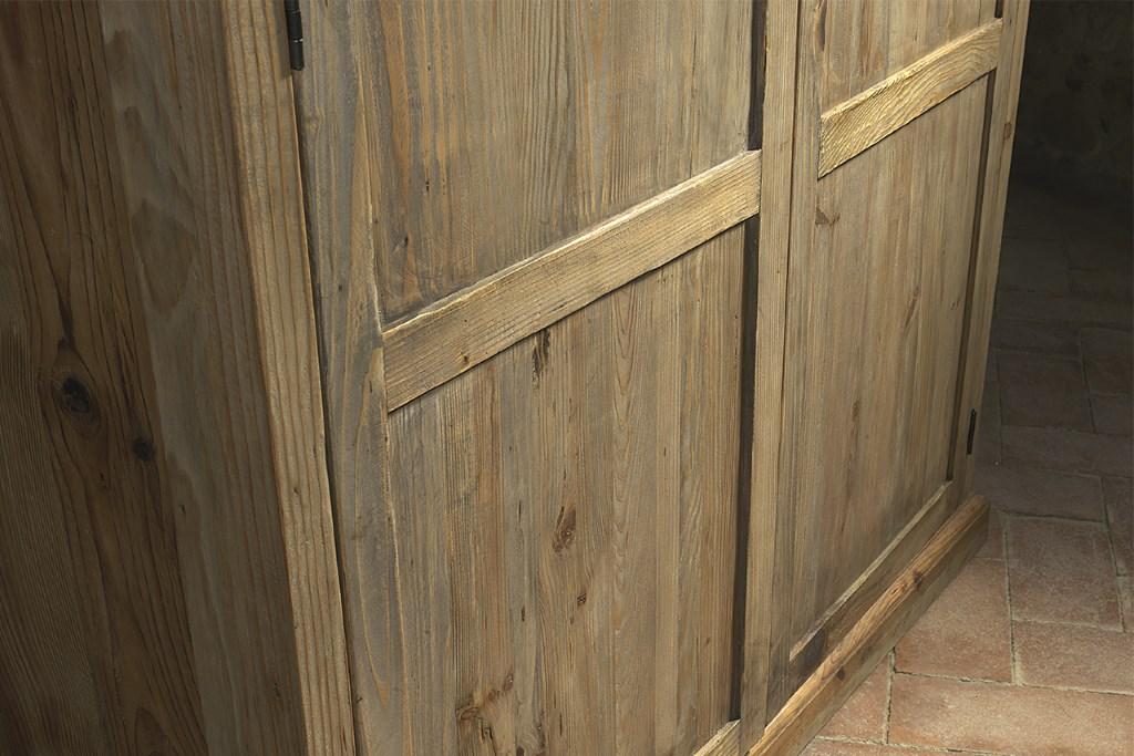 Armadio in legno di pino vecchio · Mobilificio Maieron ...