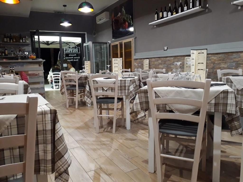 Arredi Bar Moderni piano tavolo in melaminico finitura bianco per arredamento
