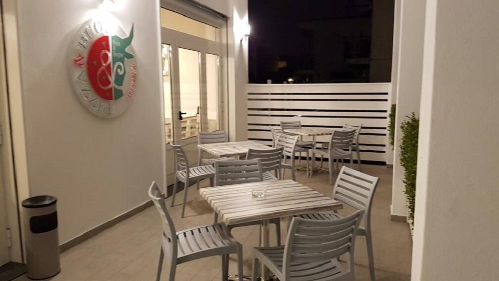 Piani Tavolo In Werzalit Per Arredamento Esterno Bar Ristorante In Finitura Legno Teak Mobilificio Maieron Paluzza Udine Italia