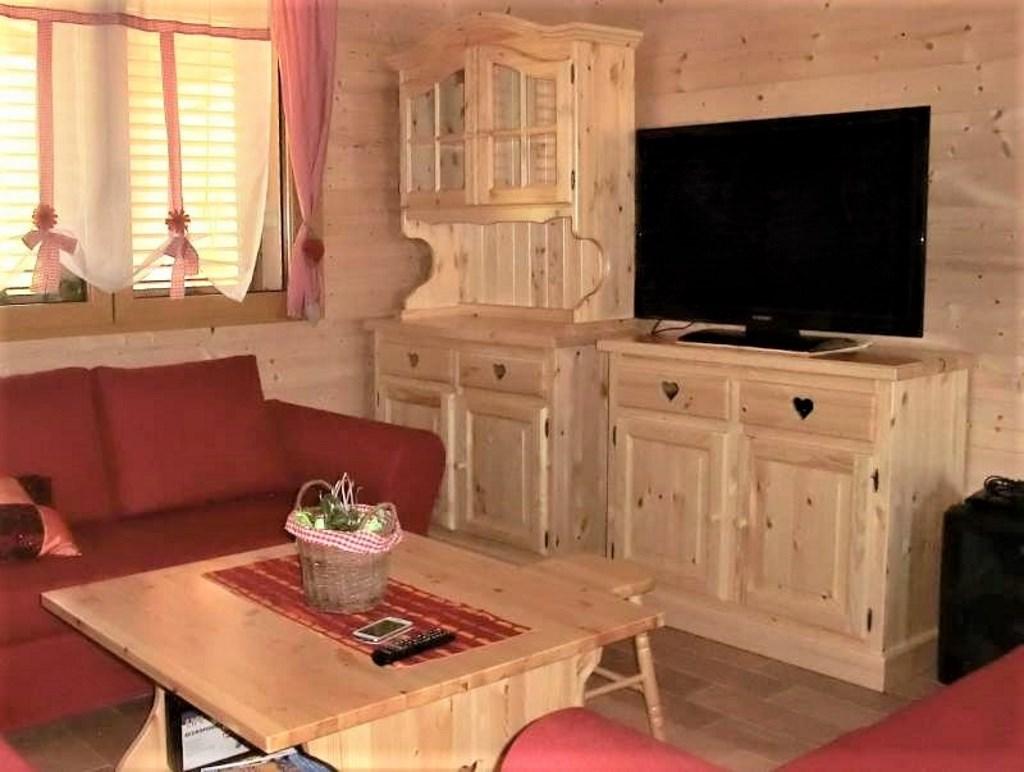 Mobili Soggiorno Classici Legno soggiorni taverne cucine in legno massello di pino per