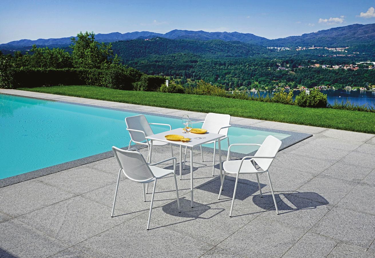 Sedie e Tavoli Per Arredo Esterno Bar Piscine Terrazze ...