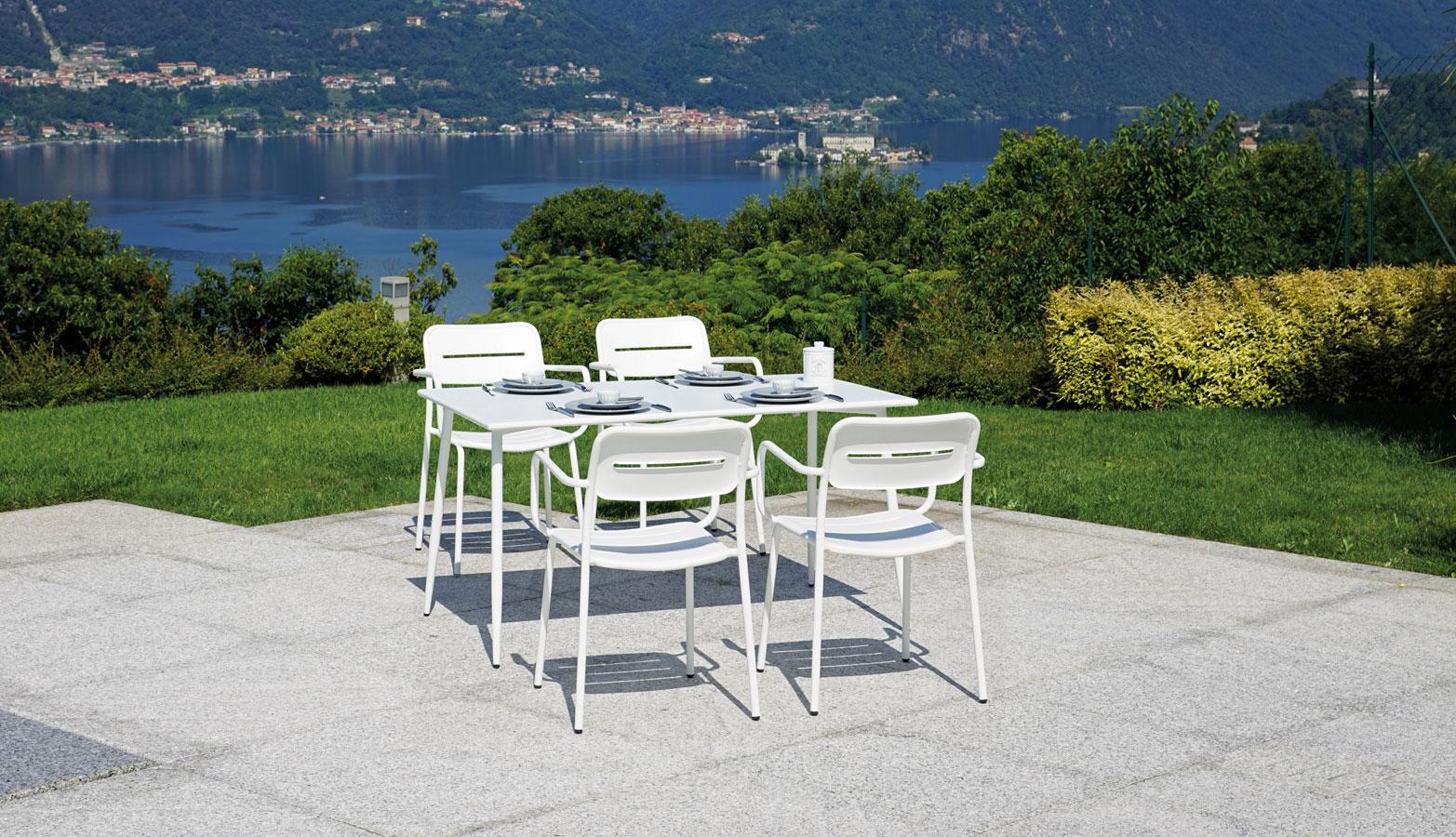 Sedie e tavoli Per Arredo Esterno Bar Hotel Alberghi ...